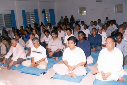 Students meditating in the Dhamma Hall